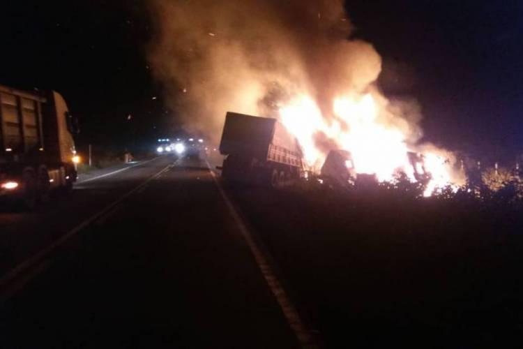 Corpo de Bombeiros chegou a ser acionado para debelar fogo (Foto: Divulgação/PRF)