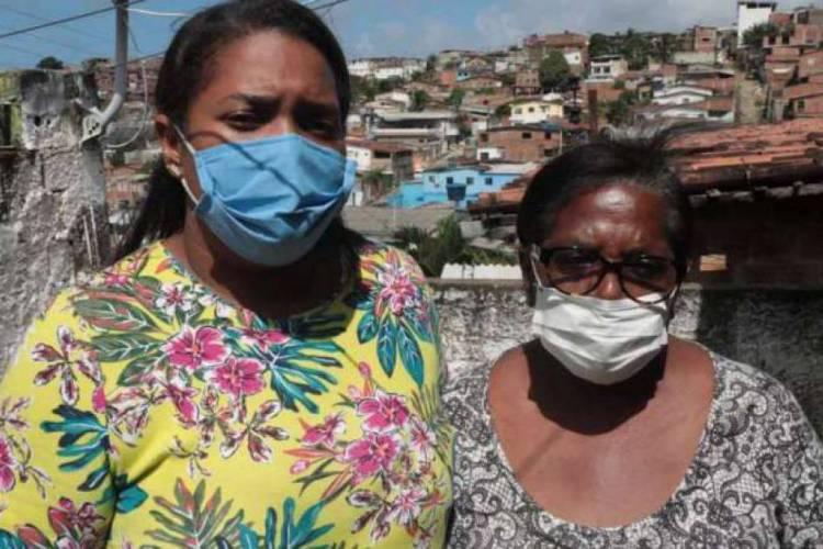 Mãe e avó do menino Miguel, que morreu após cair do nono andar de prédio no Recife, deram entrevista à TV Jornal (Foto: Wellington Lima / JC Imagem)