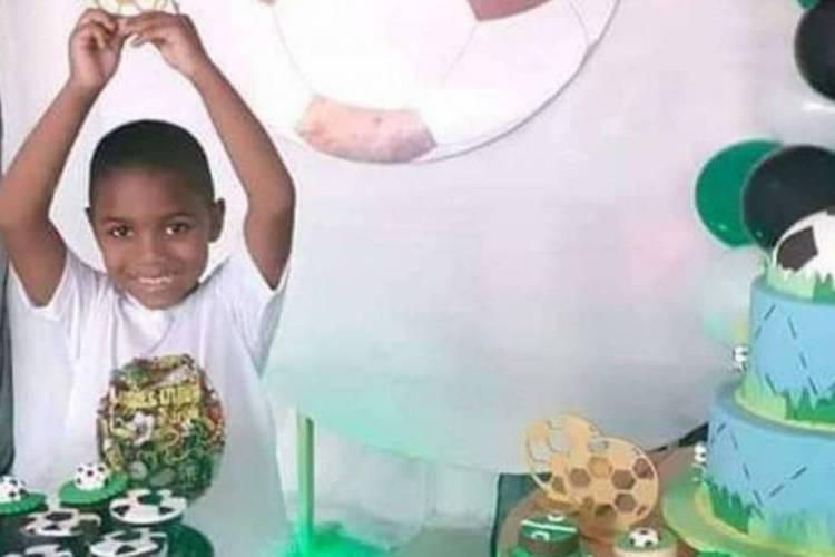O menino Miguel na comemoração do aniversário de cinco anos (Foto: Reprodução / Facebook)