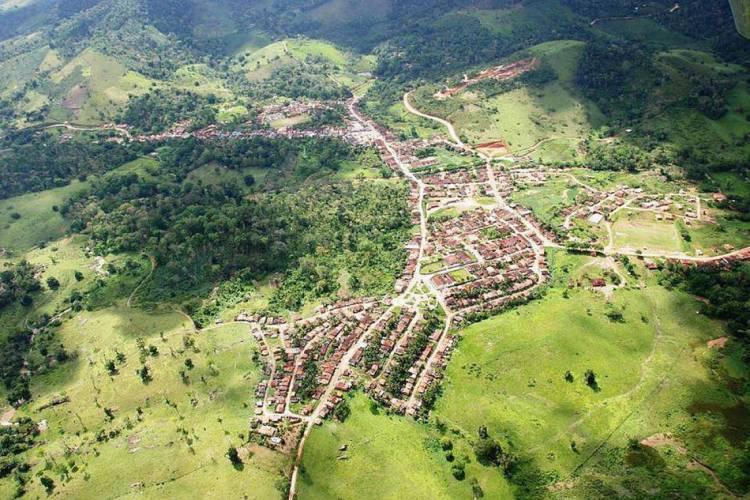 Vista aérea do município de Piraí do Norte, na Bahia, onde uma mulher com Covid-19 foi presa por não aceitar isolamento social (Foto: Divulgação)