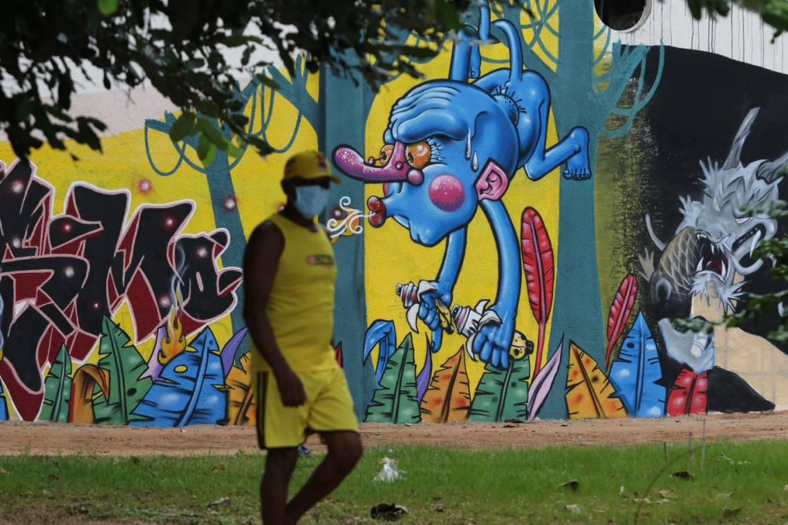 FORTALEZA, CE, BRASIL, 04.06.2020: Imagens de pessoas nas ruas de Fortaleza em época de Coronavírus. (Fotos: Fabio Lima/O POVO)