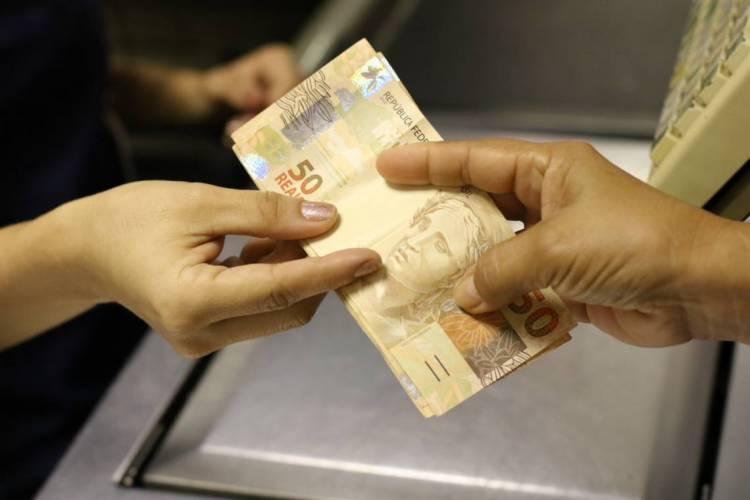 Consumidores podem ganhar até 90% de desconto em negociação de débitos com Serasa (Foto: Fabio Lima)