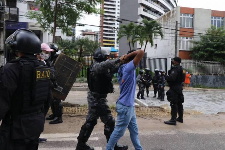 FORTALEZA, CE, BRASIL, 07.06.2020:  Polícia entra em confronto com manifestantes na Praça Portugal. (Foto: Fabio Lima / O Povo) (Foto: FABIO LIMA)
