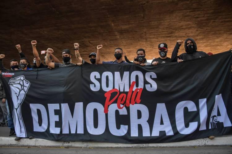 Protesto contra Bolsonaro na avenida Paulista, em São Paulo em 31 de maio de 2020 (Foto: NELSON ALMEIDA / AFP)