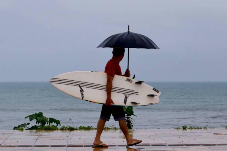Chuva em Fortaleza deve continuar intensa até a tarde de domingo (Foto: FÁBIO LIMA)