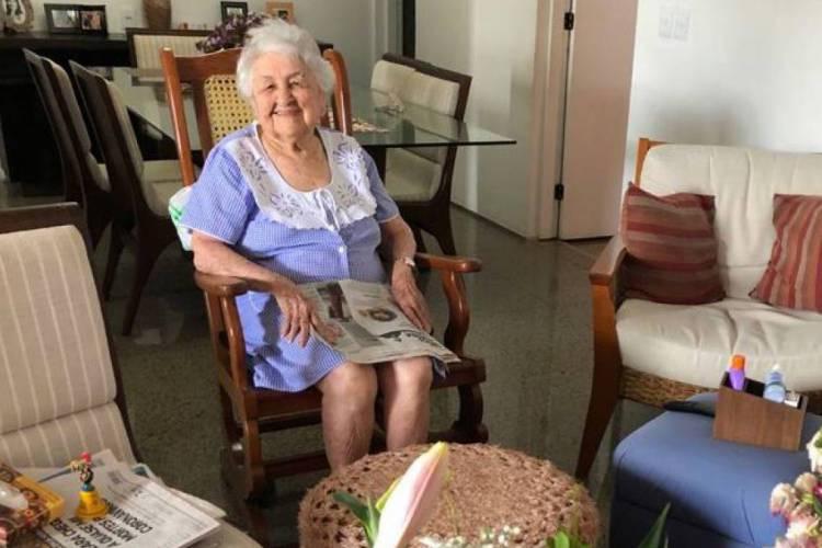 Dona Laís, de 103 anos, é professora aposentada (Foto: Acervo Pessoal)