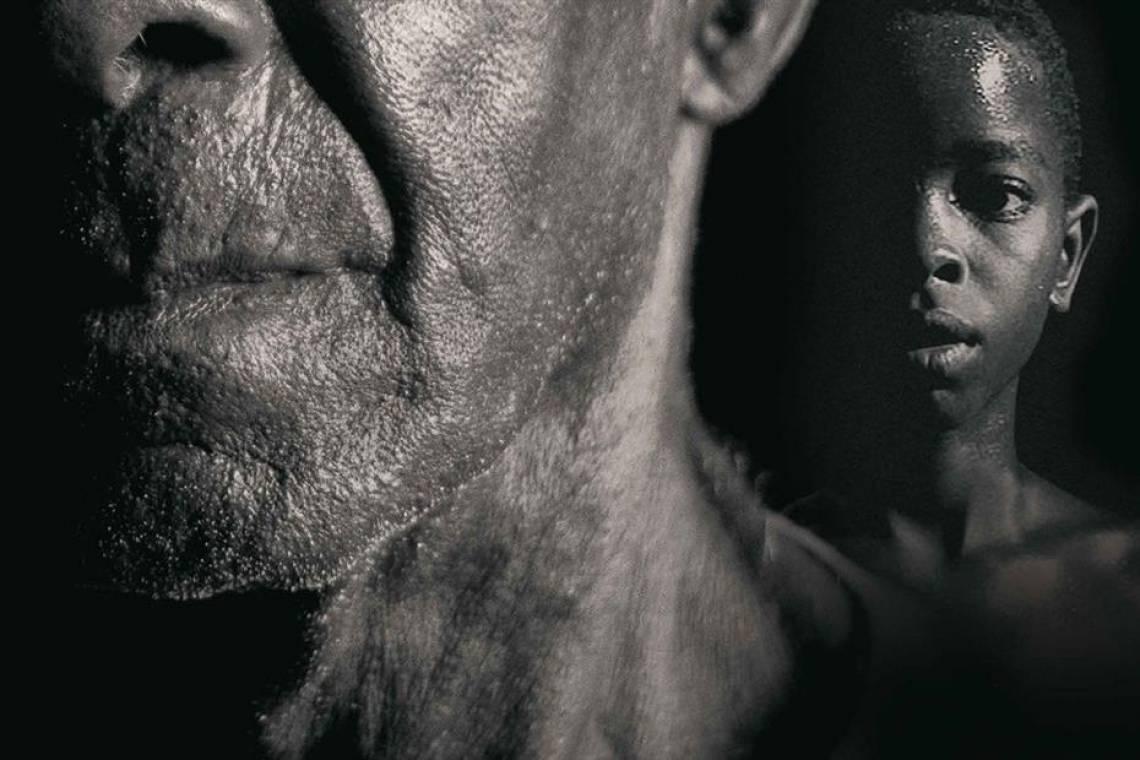 """O documentário brasileiro """"Menino 23 - Infâncias Perdidas"""", do diretor Belisário Franca, parte da investigação do historiador Sidney Aguilar, que investigou a descoberta de tijolos com a suástica nazista em um fazenda no interior de São Paulo. Lá, encontrou vítimas: durante a década de 30, 50 meninos negros foram levados do Rio de Janeiro para o lugar, onde foram escravizados por empresários ligados aos pensamentos nazista e integralista."""