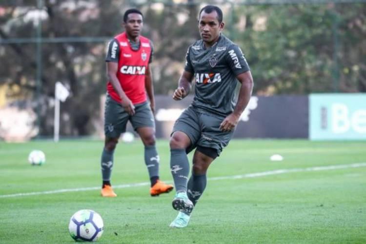 Edinho tem contrato com Atlético-MG até 2023, mas está fora dos planos do técnico Sampaoli (Foto: DIVULGAÇÃO/ATLÉTICO-MG)