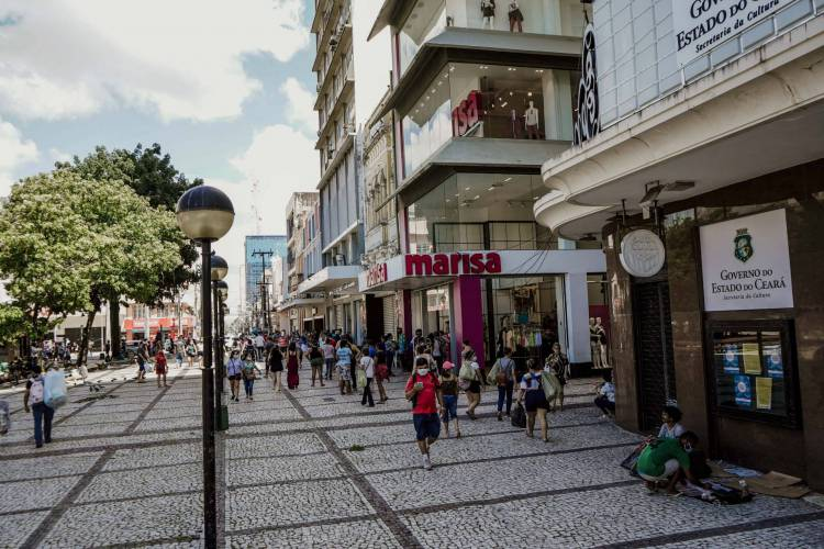 FORTALEZA, CE, BRASIL, 08.06.2020: Ceará retomou parte das atividades econômicas no início de junho, seguindo o plano de retomada do Governo Estadual (Foto: JÚLIO CAESAR)