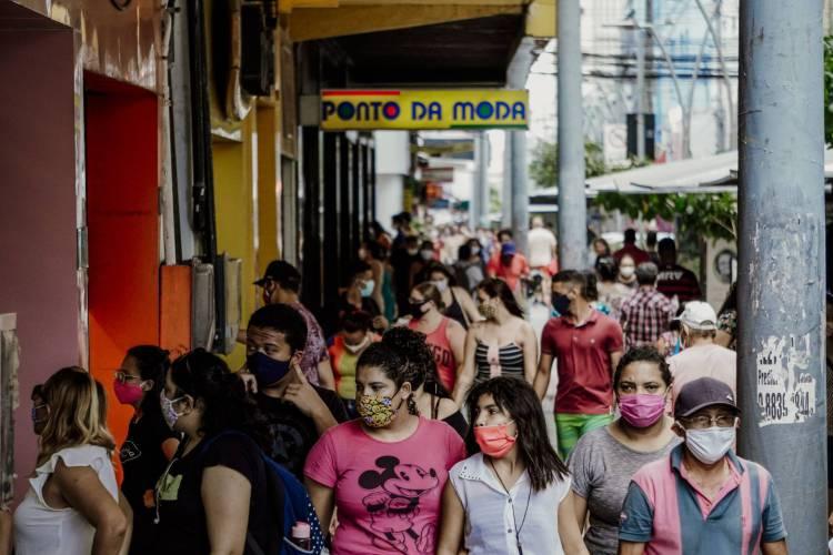 Movimentação no Centro em primeiro dia da fase 1 (Foto: JÚLIO CAESAR)