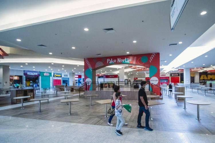FORTALEZA, CE, BRASIL, 08-06-2020: North Shopping Fortaleza, na Avenida Bezerra de Meneses. Shoppings de Fortaleza abrem com menor capacidade e com muitos cuidados na primeira etapa de retomada das atividades.  (Foto: Aurelio Alves/O POVO)