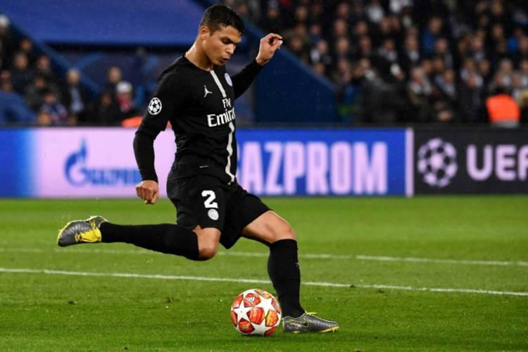 Thiago Silva já é jogador histórico do PSG  (Foto: AFP)