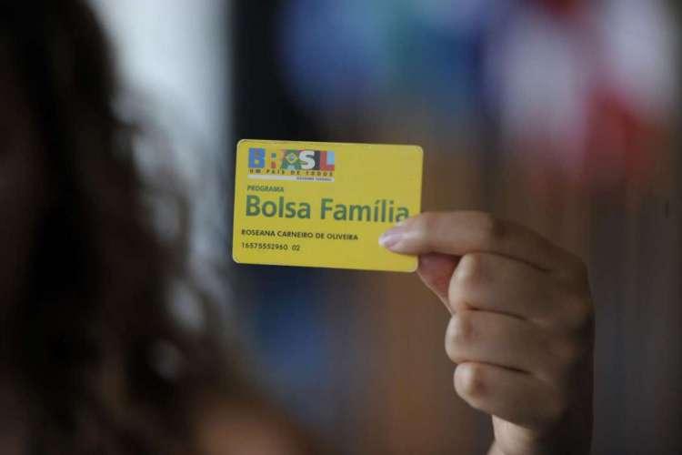 Mais de 124 milhões de pessoas são beneficiadas direta ou indiretamente pelo auxílio emergencial e pelo Bolsa Família (Foto: Jefferson Rudy / Agência Senado)