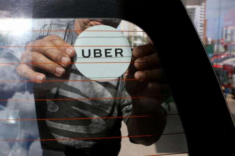 As orientações do Uber são de que o chat seja usado para conversar com o motorista, assim evitando o contato físico (Foto: Fabio Lima)