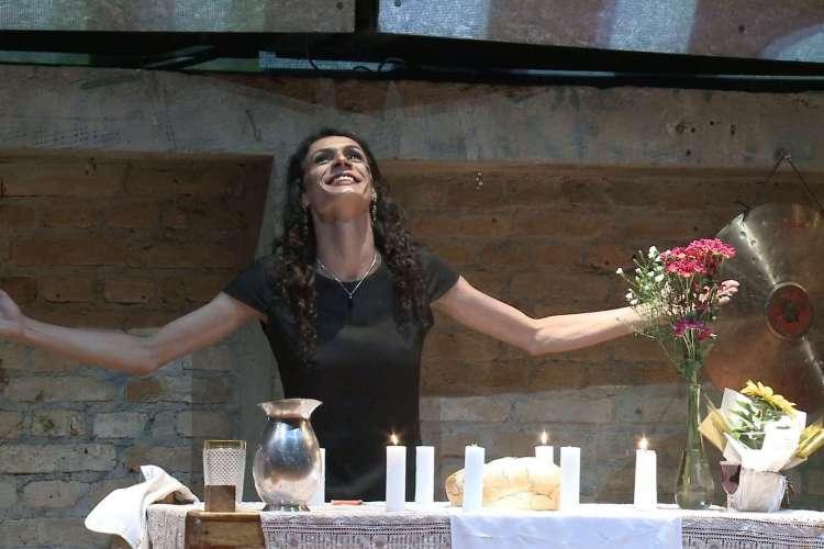 Renata Carvalho interpreta Jesus no espetáculo (Foto: Reprodução/ Facebook/ Corpo Rastreado)