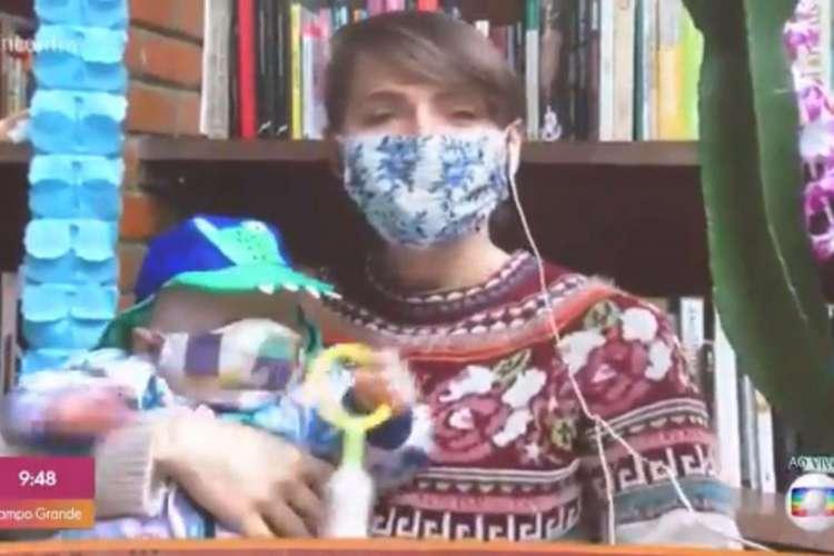 Atriz apareceu de máscara junto do filho Uri, de seis meses (Foto: Reprodução/Tv Globo)