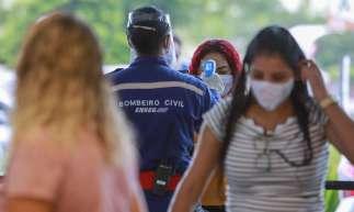FORTALEZA, CE, BRASIL, 11.06.20 Movimentação no Nort Shopping Joquei  nos primeiros dias de relaxamento do isolamento social (FCO FONTENELE /O POVO)