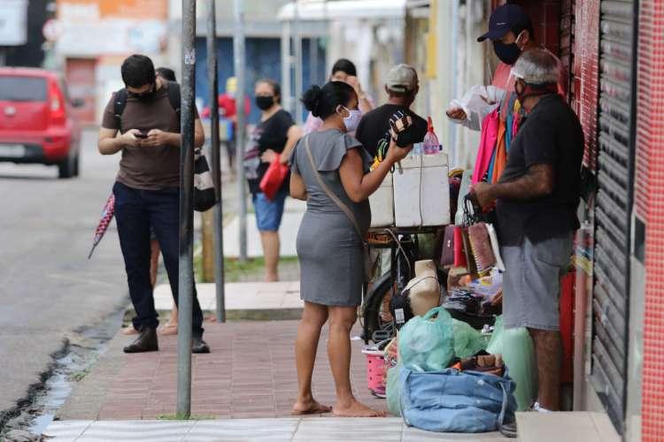 FORTALEZA, CE, BRASIL, 11.06.2020: Comércio funciona em Messejana sem fiscalização.  (Fotos: Fabio Lima/O POVO) (Foto: Fabio Lima)