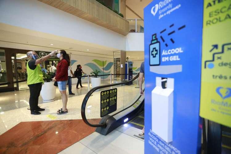 Shoppings retornam com cuidados após isolamento (Foto: FCO FONTENELE)