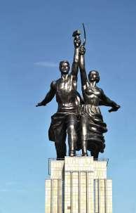Foi durante o governo de Stálin que a URSS ascendeu como superpotência no mundo, ao lado dos Estados Unidos