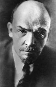 Lênin liderou a Revolução de Outubro, que tomou o poder da Rússia em 1917, nesta que é considerada a primeira revolução socialista da história