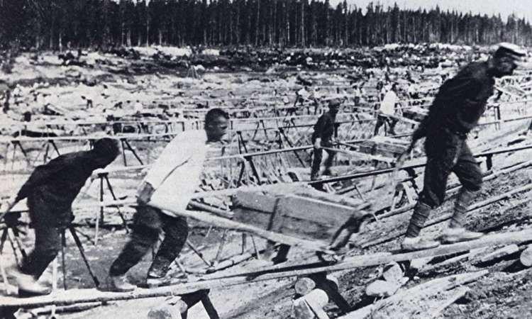 Prisioneiros de Gulag na construção do Canal do Mar Branco, um braço do mar de Barents, no noroeste da Rússia