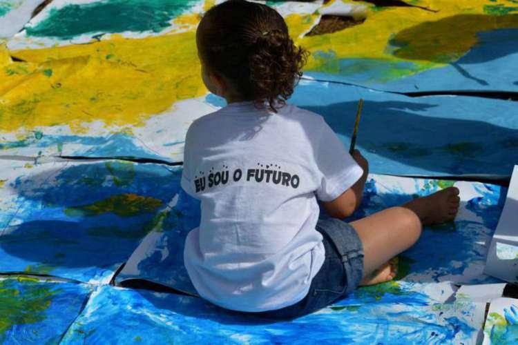 Pandemia alterou rotina financeira, familiar e escolar; crianças são algumas das afetadas (Foto: Agência Brasil)