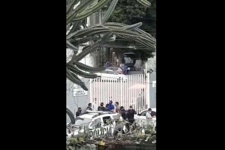Vereadores chegaram a acionar a Polícia Militar para tentar entrar no hospital (Foto: Reprodução )