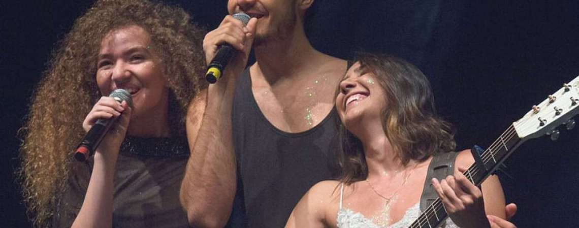 Em 2017, Anavitória venceu o Grammy Latino de Melhor Canção em Língua Portuguesa com Trevo (Tu)  (Foto: DIVULGAÇÃO)