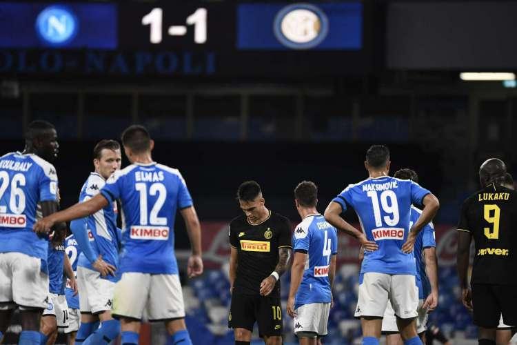 Empate no jogo de volta garantiu o Napoli na final da Copa Itália (Foto: AFP)