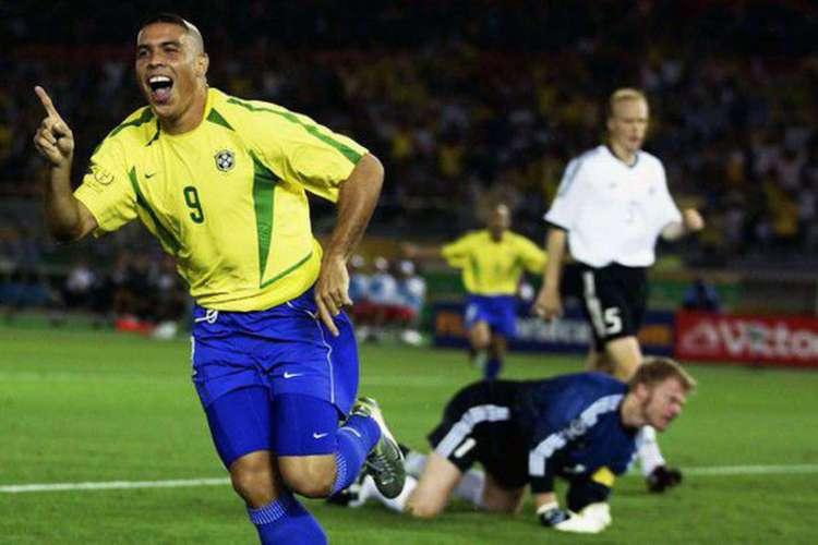 Ronaldo foi protagonista da Copa do Mundo de 2002. Ronaldinho Gaúcho também estava presente no time campeão mundial (Foto: Reprodução / CBF)
