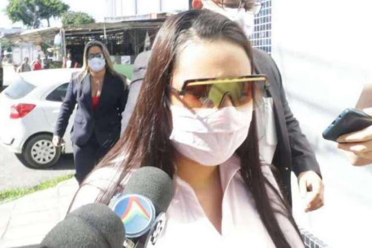A manicure identificada como Elaine prestou depoimento à polícia (Foto: WELLINGTON LIMA/JC IMAGEM)