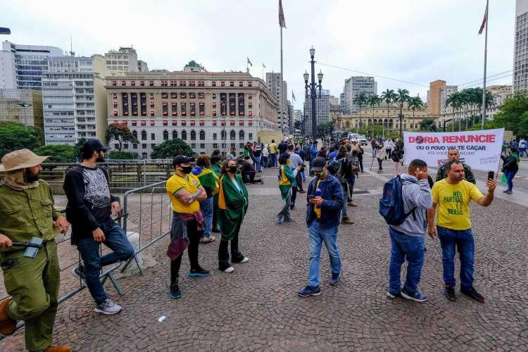 SP - SAO PAULO, MANIFESTAÇÃO - GERAL - SAO PAULO, MANIFESTAÇÃO - Manifestantes à favor do governo para expressar apoio ao presidente Jair Bolsonaro durante manifestação no Viaduto do Chá na cidade de São Paulo, neste domingo (14). 14/06/2020 - Foto: MARCELLO ZAMBRANA/AGIF - AGÊNCIA DE FOTOGRAFIA/AGIF - AGÊNCIA DE FOTOGRAFIA/ESTADÃO CONTEÚDO       Country (Foto: MARCELLO ZAMBRANA/AE)