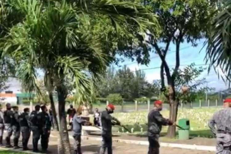 Velório do sargento Nilton Cézar Lopes, neste domingo, no cemitério Jardim Metropolitano (Foto: LEITOR VIA WHATSAPP)