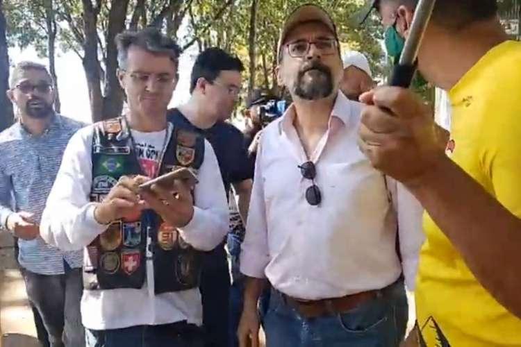 Ministro da educação, Abraham Weintraub, participou de manifestação bolsonarista neste domingo, 14  (Foto: Reprodução/Facebook)