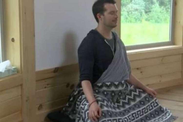 Daniel Thorson em academia budista em Vermont  (Foto: Reprodução/NBC5)