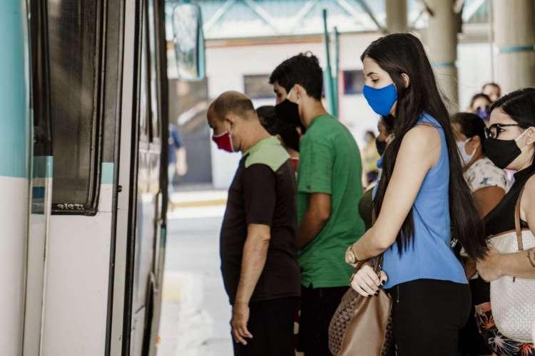 Movimentação do terminal do Siqueira, em Fortaleza (Foto: JÚLIO CAESAR)