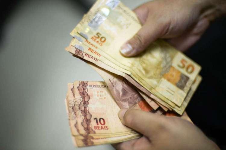 Pelo menos 10.693 milhões de acordos entre funcionários e empregadores foram assinados nos moldes da MP (Foto: Marcello Casal Jr/Agência Brasil)
