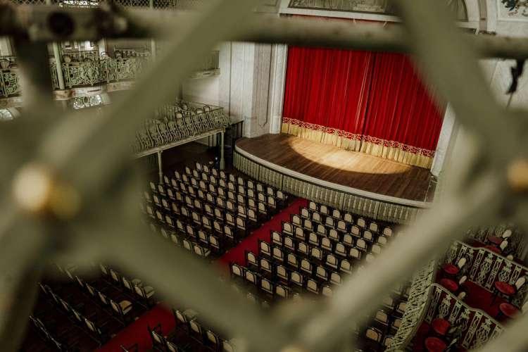 Na foto, o Teatro José de Alencar. Durante o período de pandemia, profissionais do setor de eventos precisaram paralisar suas atividades após a proibição de espetáculos com plateia. (Foto: JÚLIO CAESAR)