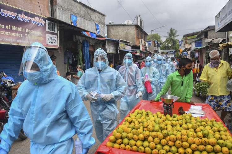 Mumbai é uma cidade com número elevado de mortes, além da capital, Nova Dehli (Foto: INDRANIL MUKHERJEE / AFP)