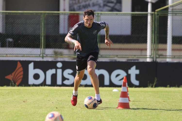 Tiago tem treinado junto com elenco desde retomada  (Foto: Felipe Santos/Cearasc.com)