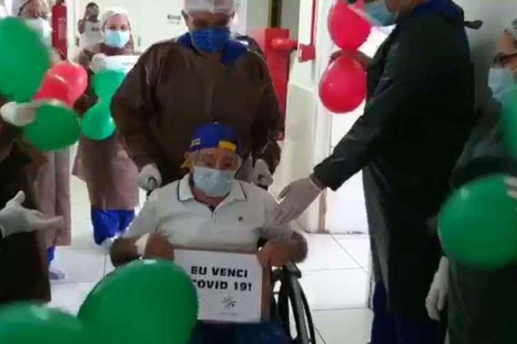 Em Fortaleza, paciente com 100 anos recebe alta após onze dias internado com coronavírus no Hospital Fernandes Távora  (Foto: Divulgação)