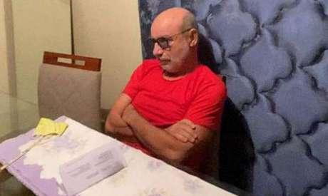 Fabrício Queiroz, ex-assessor do senador Flávio Bolsonaro, ficou escondido no Guarujá, em apartamento do ex-advogado de Flávio, antes de ser preso em Atibaia