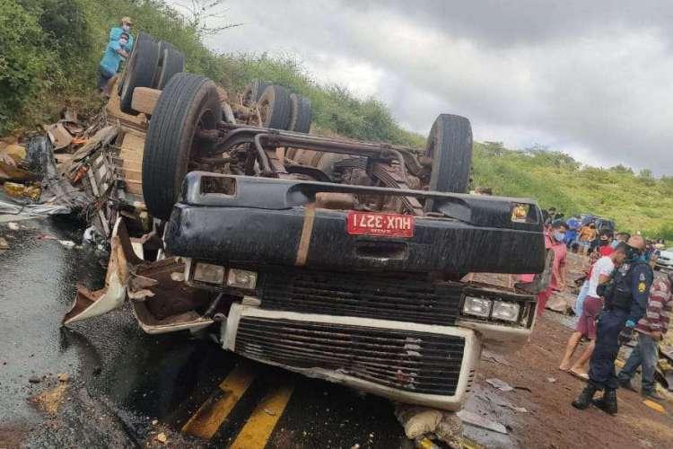 Acidente em Crateús deixou duas pessoas feridas (Foto: Divulgação/Corpo de Bombeiros Militar)