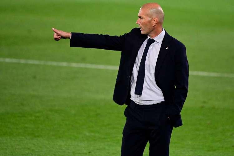 Zinedine Zidane tem declarado em entrevistas que não concorda com os possíveis erros de arbitragem (Foto: JAVIER SORIANO / AFP)
