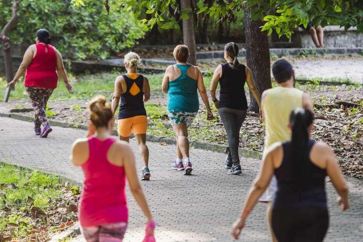 Parque Rio Branco no bairro Joaquim Tavora com movimentação de pessoas fazendo atividades fisicas. (Foto: Aurelio Alves/ O POVO)
