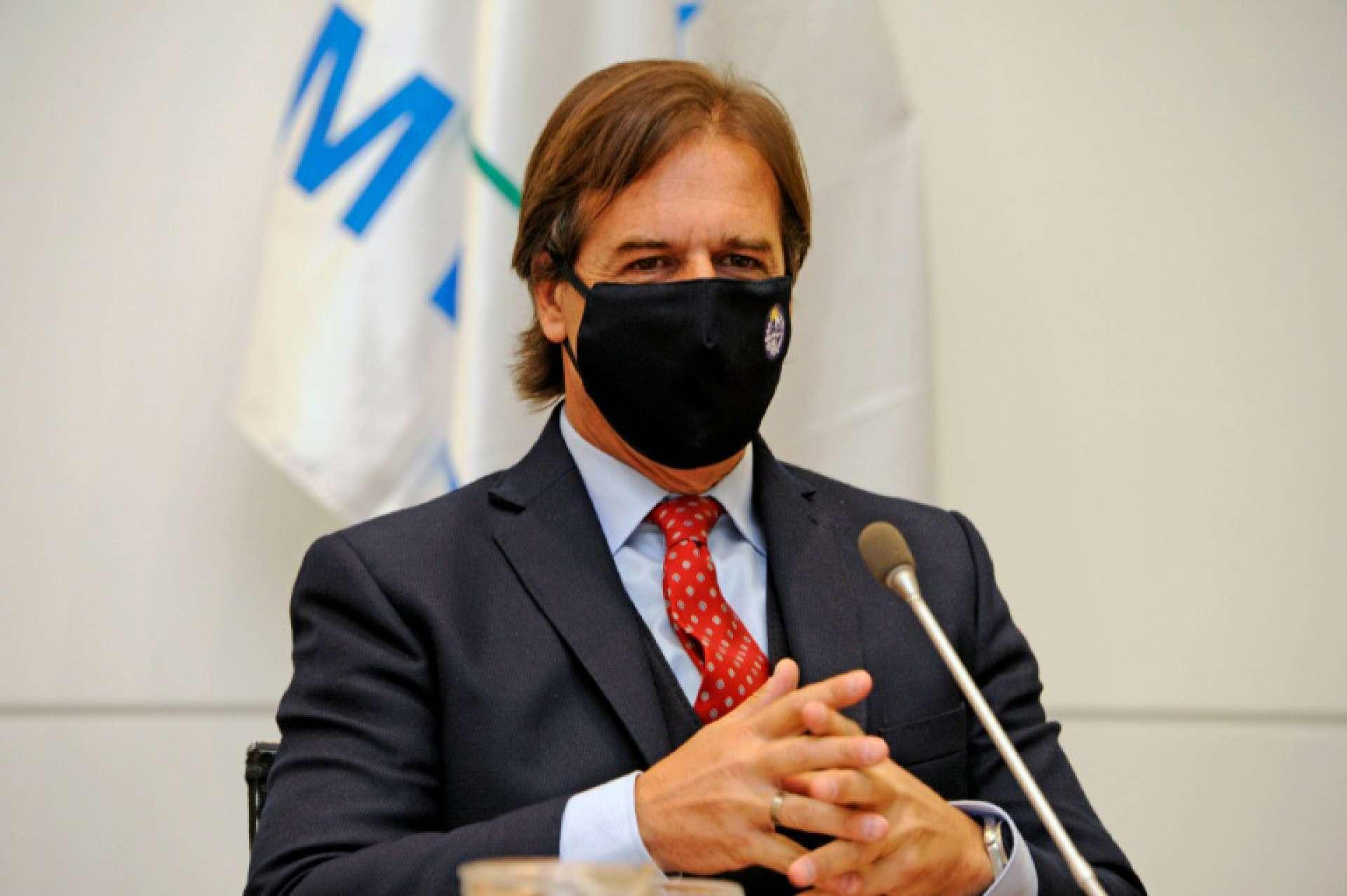 O presidente do Uruguai, Luis Lacalle Pou, anunciou que o país voltará a abrir as fronteiras aos brasileiros totalmente vacinados em 1º de novembro. (Foto: AFP)