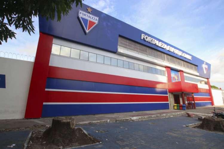 Fachada da sede do Fortaleza, no Pici (Foto: Alex Gomes/O POVO.doc)