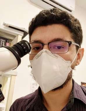 Especial médicos na pandemia. Sami Gadelha, patologista. Plantonista do Serviço de Verificação de Óbitos (SVO). Acervo pessoal. 25/6/20120