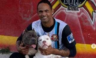 Em postagem, ele afirma teve o prazer de conhecer um canil da raça de seu cachorro de estimação, Bobba, da raça American Bully